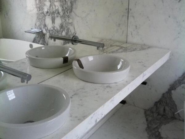 marble bathroom holland park